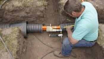 Почему нельзя оставлять трубы водопровода на участке без утепления