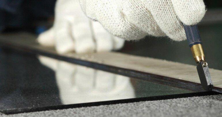Простой способ чтобы резать стекло даже ножницами